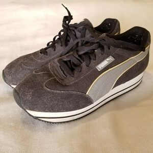 90s Grey Felt Puma shoes, Size 10